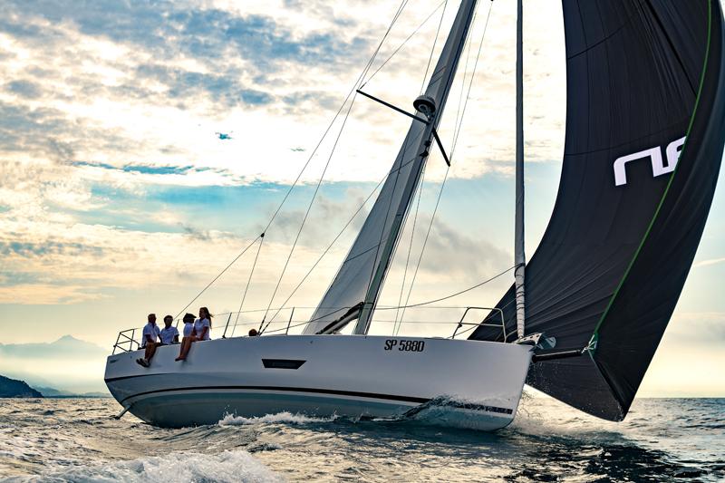 La novità di Elan Yachts è l'Elan E5