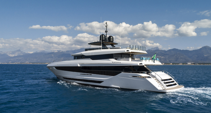 THE MANGUSTA OCEANO 43 NOW WITH HIS OWNER