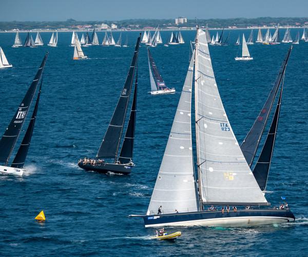 Al via la regata 151 Miglia – Trofeo Cetilar 2019