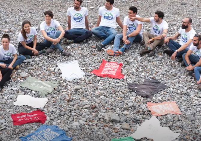 """La maglietta """"sospesa"""" e solidale di Outdoor Portofino"""