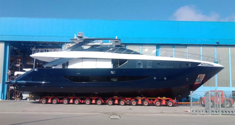 Amer Yachts vara il suo F100 #18