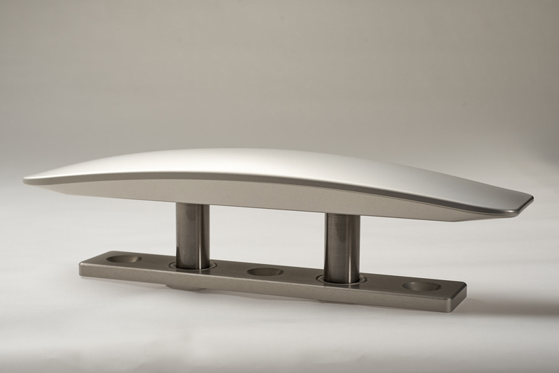 Alluminio e titanio per la nuova bitta I-Carbon