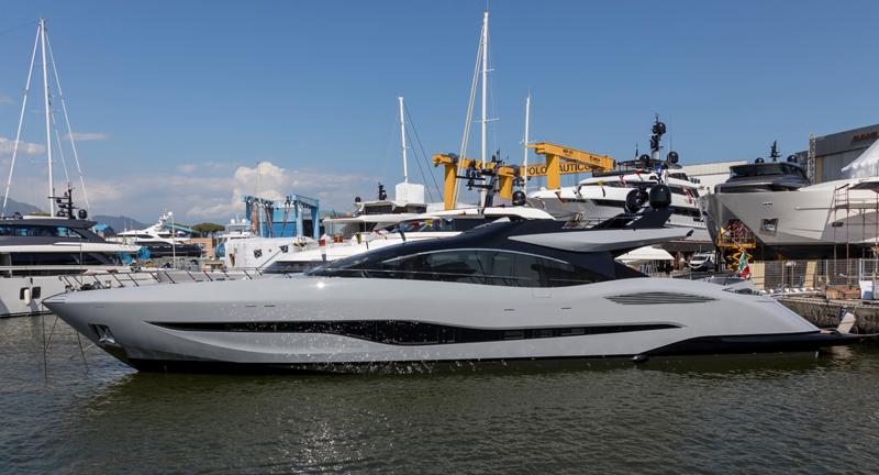 Overmarine Group vara il primo Mangusta 104REV