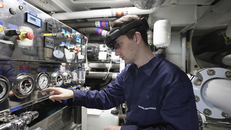 Sanlorenzo sempre a bordo con lo Smart Helmet